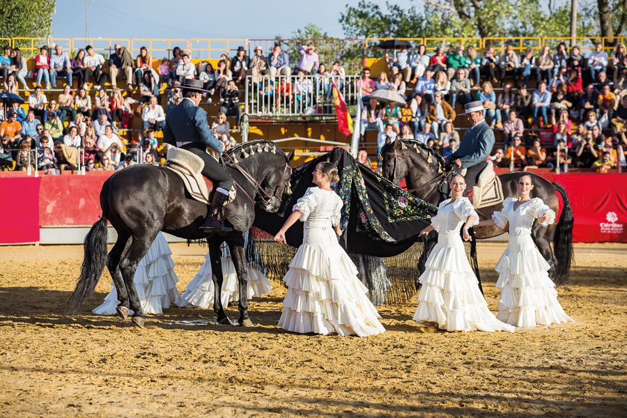 El 22 de abril, danza ecuestre en Las Rozas